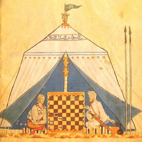 مرد مسلمان و مرد مسیحی شطرنج بازی میکنند.